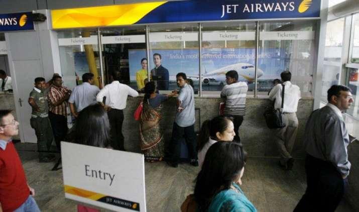DEAL WALI DIWALI: जेट एयरवेज दे रहा है सिर्फ 921 रुपए में हवाई सफर का मौका, ऐसे बुक करें टिकट- India TV Paisa