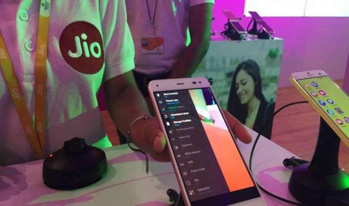 अगर आप भी करते हैं Reliance Jio का 4G SIM इस्तेमाल, तो ये नंबर्स आपके आएंगे बहुत काम- India TV Paisa