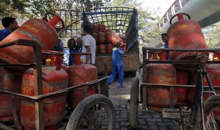 बिना सब्सिडी वाला LPG गैस सिलेंडर हुआ 37.50 रुपए महंगा, नई कीमतें आज आधी रात से होगीं लागू- IndiaTV Paisa