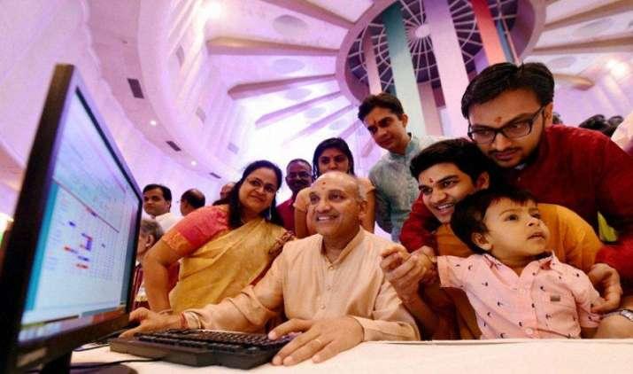 संवत 2073 की कमजोर शुरूआत, सेंसेक्स 28 हजार के नीचे हुआ बंद- India TV Paisa