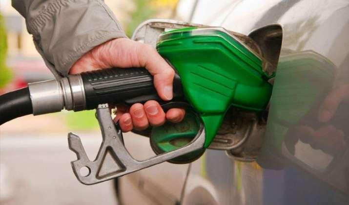 इन देशों में पानी से भी सस्ता मिलता है Petrol, कीमतें कहीं 1 तो कहीं 20 रुपए लीटर- India TV Paisa