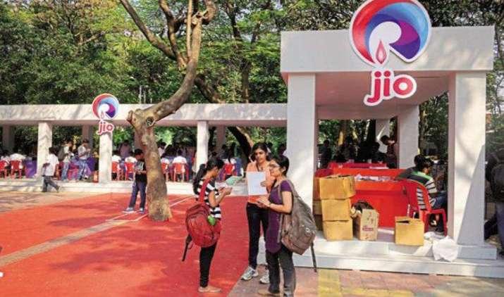 रिलायंस मार्च तक जारी रख सकती है जियो वेलकम ऑफर, यूजर्स की संख्या बढ़ाने की कोशिश- IndiaTV Paisa