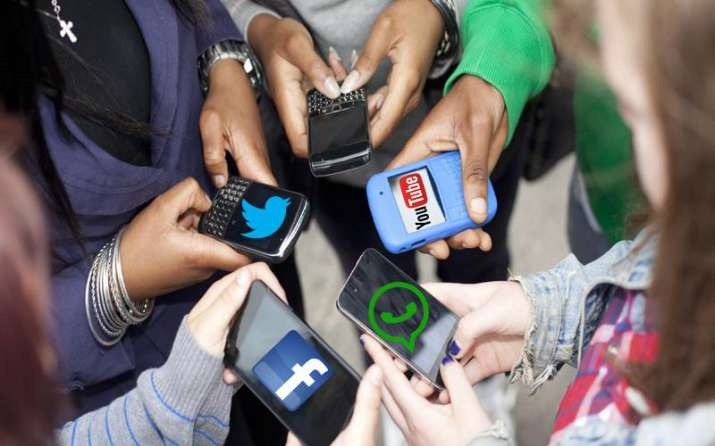 सावधान! फेसबुक और व्हॉट्सऐप की लत आपको पहुंचाएगा नुकसान, जोड़ों में दर्द का खतरा- India TV Paisa
