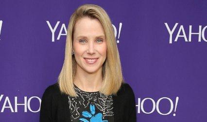 Yahoo CEO पर पुरुष कर्मचारियों के साथ