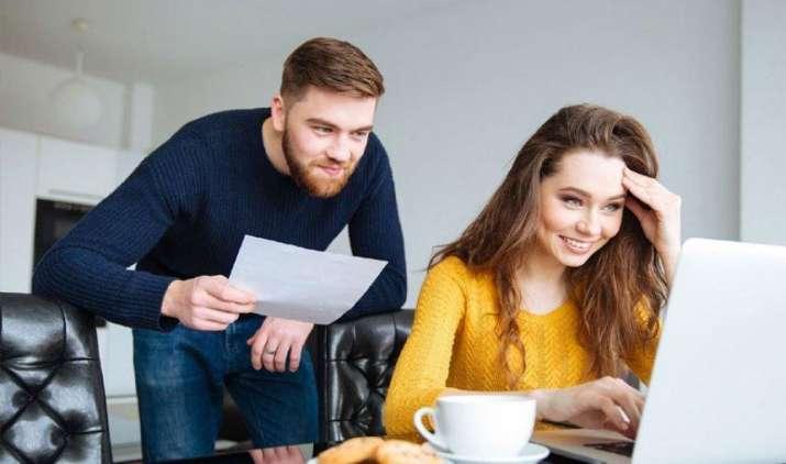 जीवनसाथी के साथ मिलकर करें फाइनेंशियल प्लानिंग, खुशियों के साथ भविष्य के लिए कर पाएंगे पर्याप्त बचत- India TV Paisa