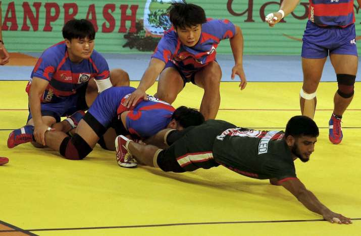 Player of Bangladesh (green) get point successfully against...- Khabar IndiaTV