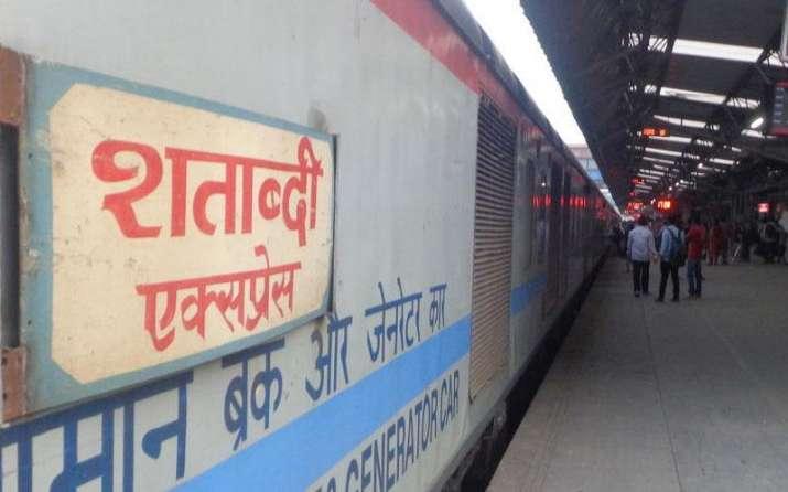 रेलवे अब करेगा राजधानी और शताब्दी में विज्ञापन से मोटी कमाई, मिली मंजूरी- India TV Paisa