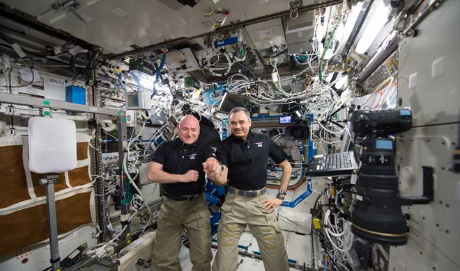 2 russian and one american astronaut depart space center- Khabar IndiaTV