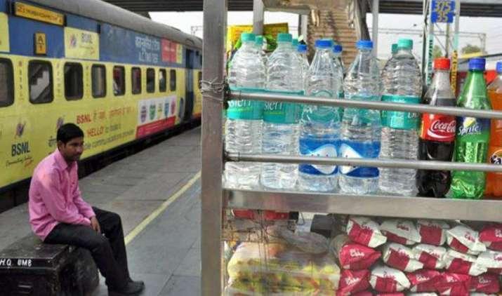 MRP से ज्यादा कीमत पर पेय व खाद्य उत्पाद बेचना अपराध, शिकायत मिलने पर सरकार उठाएगी सख्त कदम- IndiaTV Paisa