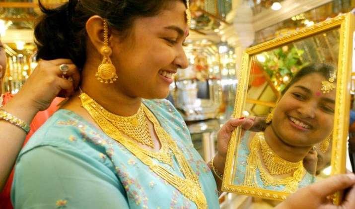 मजबूत वैश्विक संकेतों से सोना 150 रुपए महंगा, चांदी के सिक्कों का भाव 1000 रुपए बढ़ा- IndiaTV Paisa