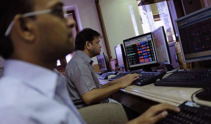 शेयर बाजारों में गिरावट, सेंसेक्स 156 अंक टूटा, निफ्टी 8450 के नीचे बंद- India TV Paisa