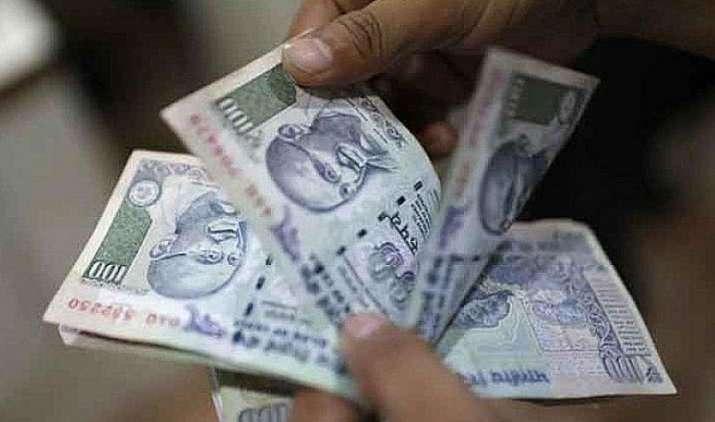 सरकार ने छोटी बचत योजनाओं पर मिलने वाली ब्याज दर में की 0.10 फीसदी कटौती, नई दरें एक अप्रैल से होंगी लागू- India TV Paisa