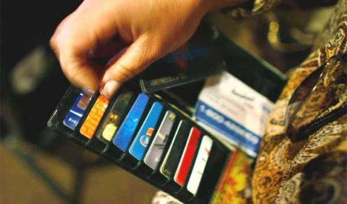 क्रेडिट कार्ड से भुगतान पर नहीं लगेगा दो बार GST, हंसमुख अधिया ने कहा गलत है वायरल मैसेज- India TV Paisa