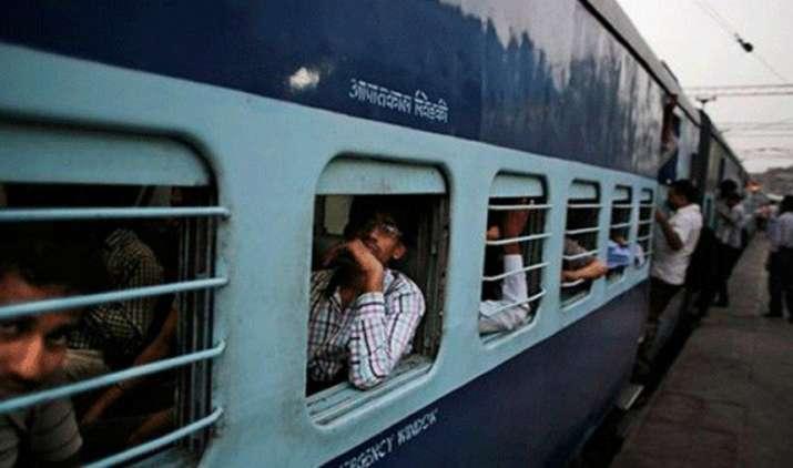 LPG की तरह रेल टिकट के लिए भी आएगी 'गिव अप' योजना, अगले महीने से सरकार देगी सब्सिडी छोड़ने का विकल्प- India TV Paisa