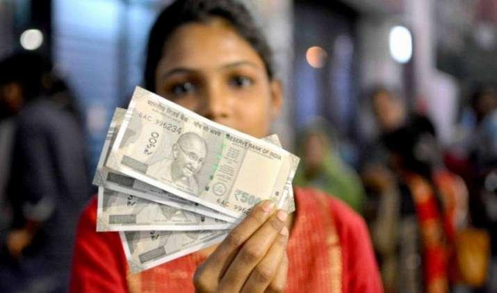 एक महीने के निचले स्तर पर रुपया, शुक्रवार को 9 पैसे कमजोर होकर 64.72 प्रति डॉलर पर खुला- India TV Paisa