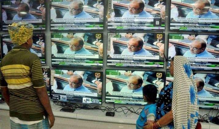 बजट में डायरेक्ट टैक्स में हो सकते बड़े बदलाव, तीन लाख रुपए हो सकती है टैक्स छूट की सीमा- India TV Paisa