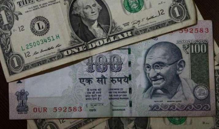 एक अमेरिकी डॉलर के मुकाबले भारतीय रुपया सोमवार को 2 पैसा कमजोर होकर 68.06 पर खुला- India TV Paisa