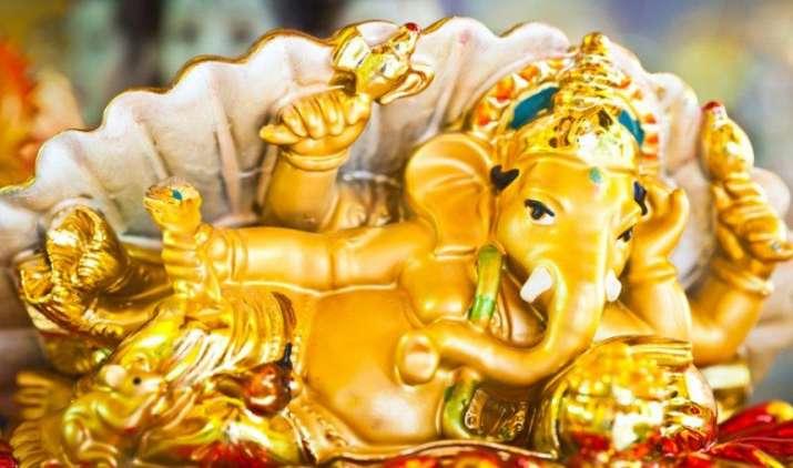 Big Relief: भारत में सोने की मांग 13 साल में सबसे कम, आयात घटकर 498 टन रहने की उम्मीद- India TV Paisa