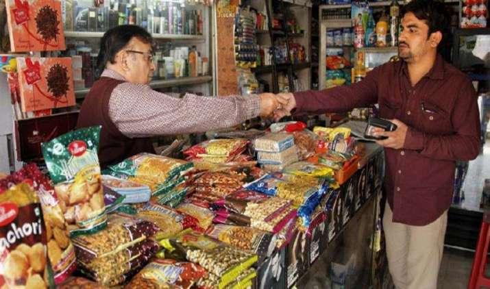 नोटबंदी के बाद संकट में छोटे कारोबार, फिर भी सरकार पर कायम है छोटे दुकानदारों का भरोसा- India TV Paisa