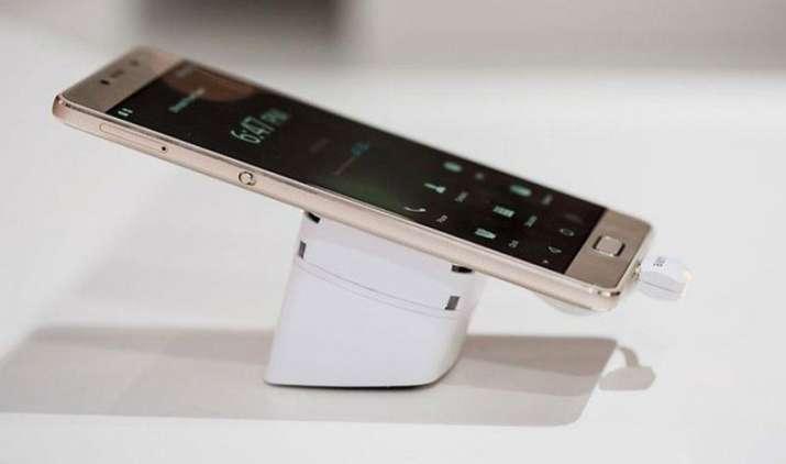 लेनोवो ने 3500 रुपए तक घटाईं P2 स्मार्टफोन की कीमतें, इसी साल जनवरी में हुआ था लॉन्च- India TV Paisa