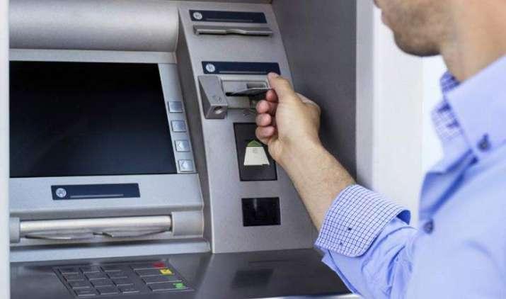 ATM से पैसा न मिले, लेकिन खाते से रकम कट जाए तो बैंक के खिलाफ यहां करे शिकायत, उपभोक्ता मंत्री ने दी जानकारी- IndiaTV Paisa