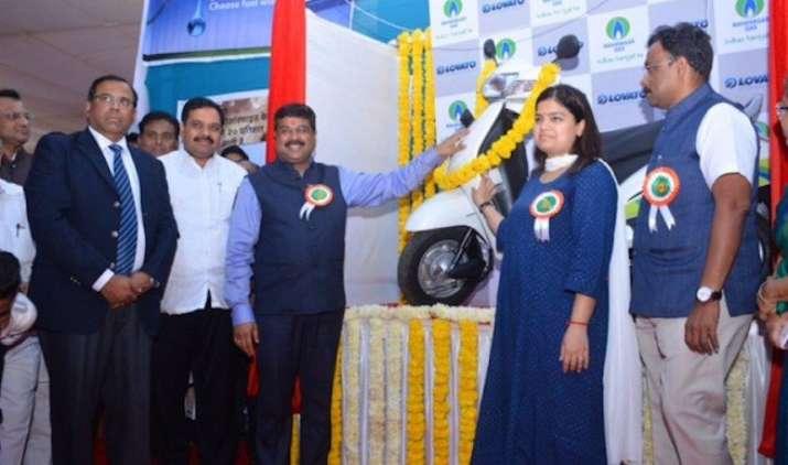 लॉन्च हुए CNG किट के साथ ऑटोमैटिक स्कूटर, प्रति किलो गैस से तय होगी 130 किमी. की दूरी- India TV Paisa