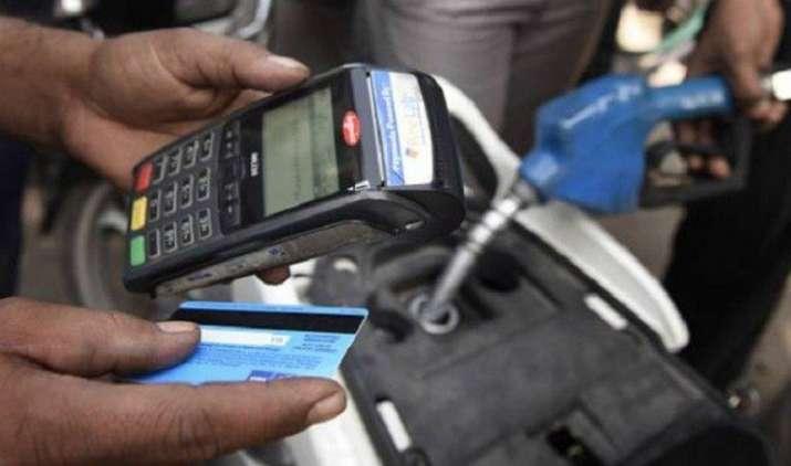 घट गई डिजिटल ट्रांजैक्शन की रफ्तार, नए नोट आने के बाद नकद लेनदेन को लोग दे रहे हैं तरजीह- India TV Paisa