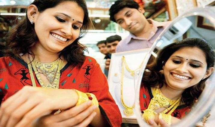 Gold Extends Gains: सोना छह हफ्ते की ऊंचाई पर, 200 रुपए बढ़कर गोल्ड की कीमत 29,450 रुपए/10 ग्राम- India TV Paisa
