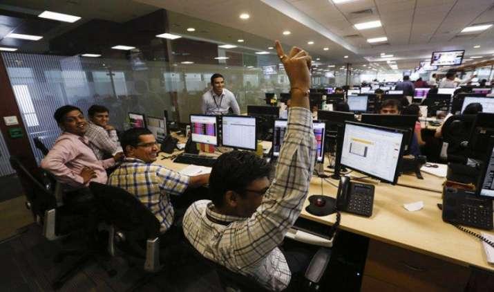नई रिकॉर्ड ऊंचाई पर भारतीय शेयर बाजार, सेंसेक्स 31,800 के पार, निफ्टी पहुंचा 9800 के पार- India TV Paisa
