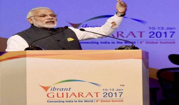 Vibrant Gujarat: आर्थिक सुधारों को आगे बढ़ाने को सरकार प्रतिबद्ध, अंबानी, अडानी और टाटा ने की मोदी की खूब तारीफ- India TV Paisa