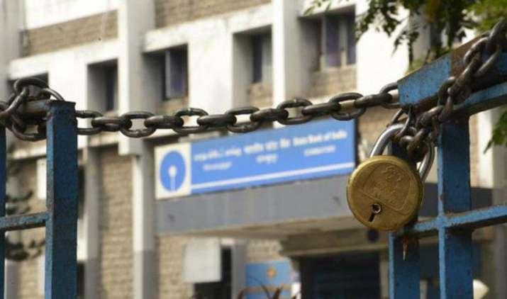 यूनियनों की हड़ताल से सरकारी बैंकों का कामकाज हुआ ठप, खुले हैं प्राइवेट बैंक- India TV Paisa
