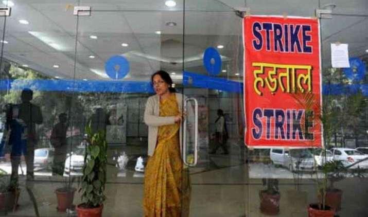 28 फरवरी को बैंक कर्मचारी करेंगे हड़ताल, सोमवार को ही निपटा लें अपना सारा काम- India TV Paisa
