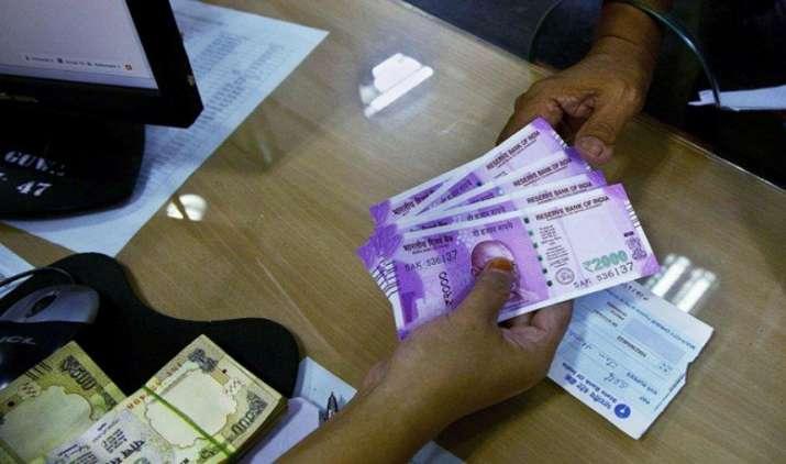 टैक्स चोरों पर सरकार का बड़ा वार, अब 20,000 रुपए से अधिक के हर लेनदेन की देनी होगी जानकारी- India TV Paisa