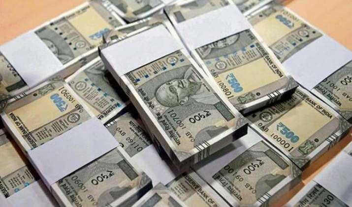 एक अमेरिकी डॉलर के मुकाबले भारतीय रुपया गुरुवार को 5 पैसा मजबूत होकर 64.05 पर खुला- India TV Paisa