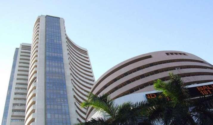 शेयर बाजार में मुनाफावसूली के चलते गिरावट, सेंसेक्स 190 अंक गिरा, रुपया भी टूटा- India TV Paisa