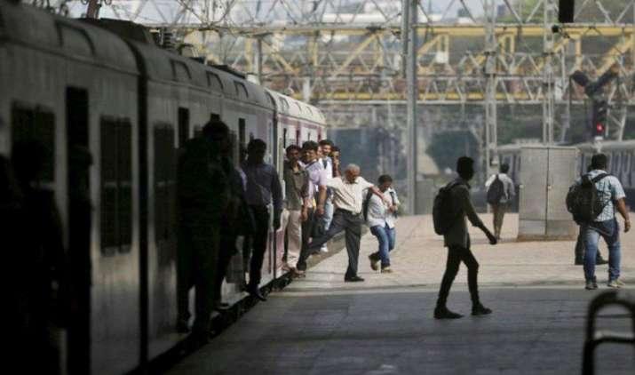 वरिष्ठ नागरिकों की ट्रेन टिकट के लिए आधार नहीं जरूरी, सरकार ने शुरू की डेटाबेस बनाने की प्रक्रिया- IndiaTV Paisa