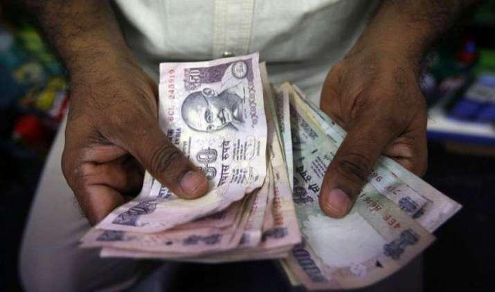 एक अमेरिकी डॉलर के मुकाबले भारतीय रुपया गुरुवार को 9 पैसा मजबूत होकर 64.46 पर खुला- India TV Paisa