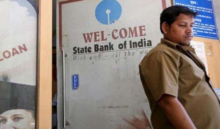 SBI में आज से हुए ये 4 बड़े बदलाव, अब इन सर्विस के लिए चुकाने होंगे ज्यादा पैसे- India TV Paisa