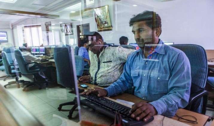 आखिरी एक घंटे में हुई बिकवाली से लुढ़के शेयर बाजार, सेंसेक्स 57 अंक गिरकर 29365 पर बंद- India TV Paisa