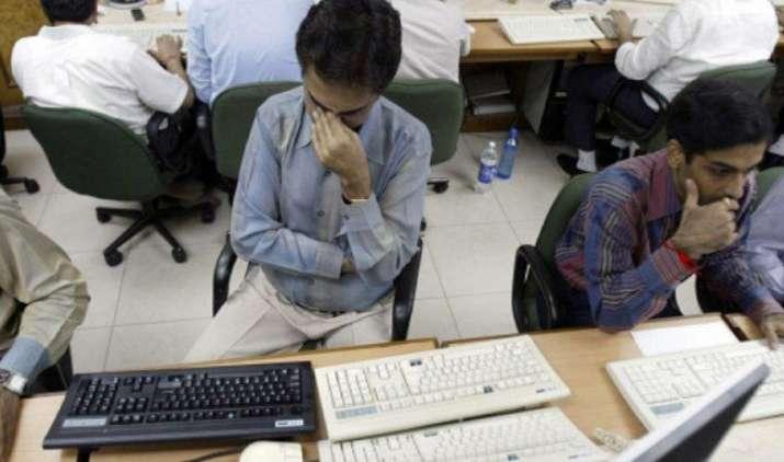 शेयर बाजार लगातार चौथे दिन गिरावट, सेंसेक्स 318 और निफ्टी 91 अंक गिरकर बंद- India TV Paisa