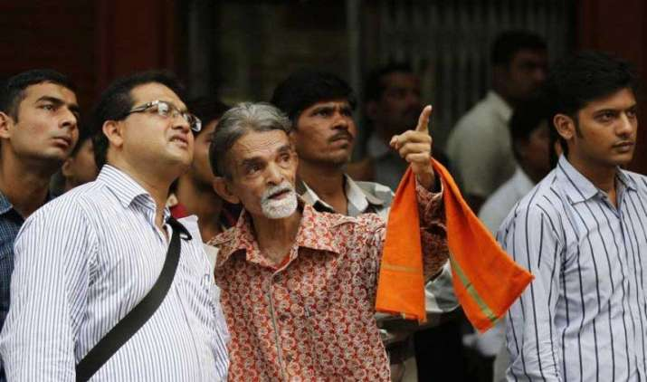 शेयर बाजार की तेजी पर लगा ब्रेक, सेंसेक्स 104 अंक गिरकर 30029 पर बंद, निफ्टी के 50 में से 28 शेयर लुढ़के- India TV Paisa