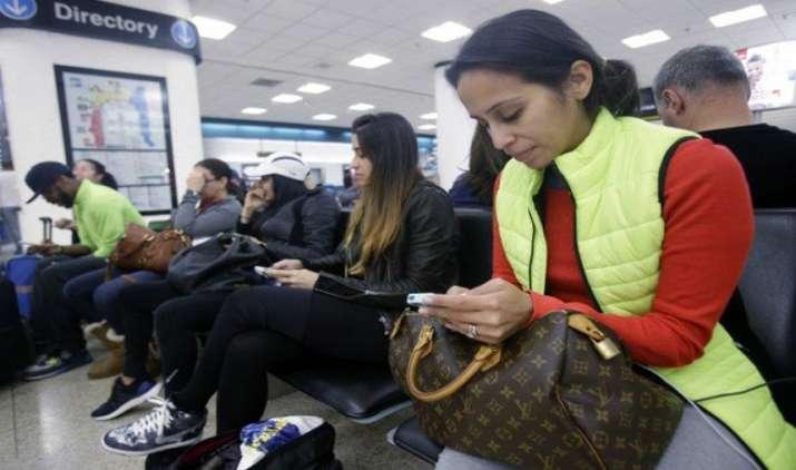 Women's Day Offer: वोडाफोन महिला उपभोक्ताओं को देगी 2GB डाटा फ्री, BSNL- MTNL के विलय पर फिर चर्चा- IndiaTV Paisa