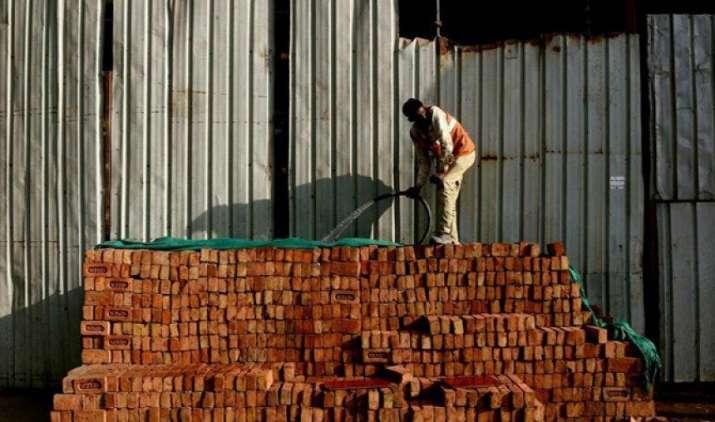 चालू खाते का घाटा वर्ष 2017 में बढ़कर GDP का 1.6 प्रतिशत होने का अनुमान : नोमुरा- India TV Paisa