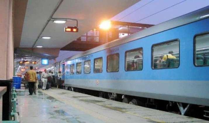 जून में आएगा रेलवे का मेगा ऐप HindRail, यात्रियों को ट्रेन की जानकारियों के अलावा मिलेंगी कई और सुविधाएं- India TV Paisa