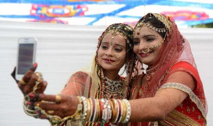 मोबाइल कनेक्शन के मामले में भारत दुनिया में दूसरे नंबर पर, हर सेंकेंड करीब 2 लोग खरीदते हैं सिम- India TV Paisa