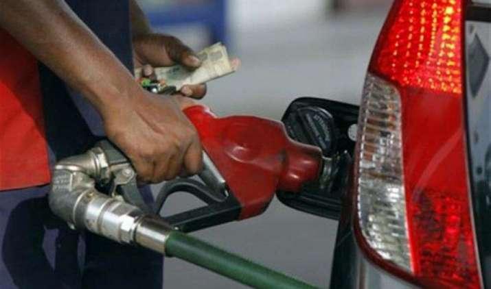 आज पेट्रोल 1.12 रुपए और डीजल 1.24 रुपए प्रति लीटर हुआ सस्ता, अब रोजाना बदलेंगी कीमतें- India TV Paisa