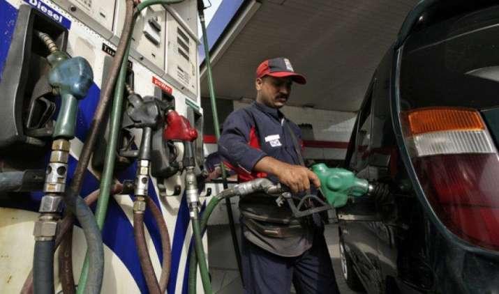 कर्नाटक में पेट्रोल और डीजल की कीमतों में आई भारी कमी, 3 रुपए प्रति लीटर तक घटे दाम- IndiaTV Paisa
