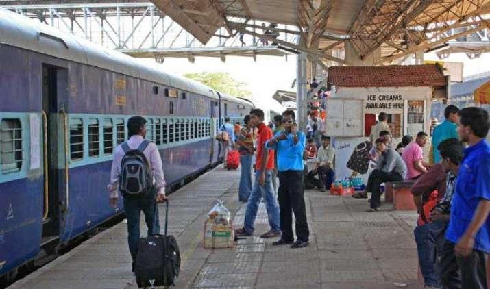 रेलवे के प्राइवेटाइजेशन पर रेल मंत्री सुरेश प्रभु ने दिया जवाब, कहा ऐसा भारत में कभी नहीं हो सकता- India TV Paisa
