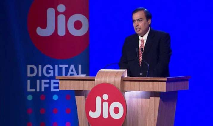 Reliance AGM : लॉन्च हुआ Jio का 4G VoLTE फीचर फोन, मुकेश अंबानी ने की ये बड़ी घोषणाएं- IndiaTV Paisa