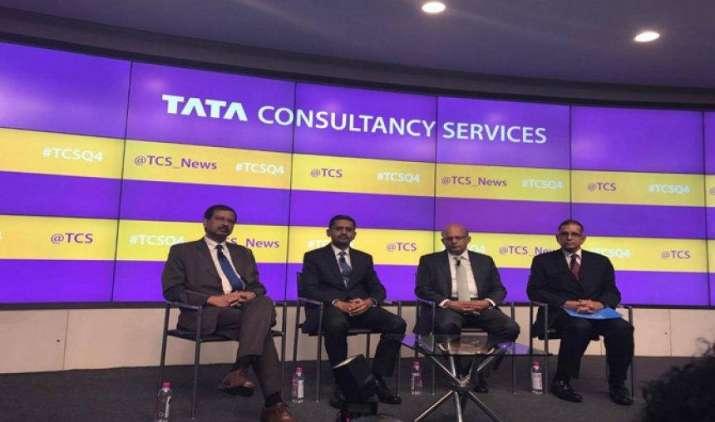 टीसीएस ने 11,500 लोगों को दी नौकरी, वीजा की चुनौतियों से निपटने के लिए स्थानीय नियुक्तियों पर जोर- India TV Paisa